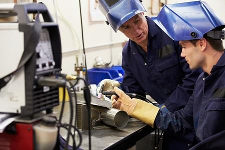 Manufacturers urged to drive high performance work practices