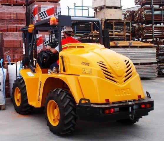 4WD Container Entry Forklift | Uromac DTH25