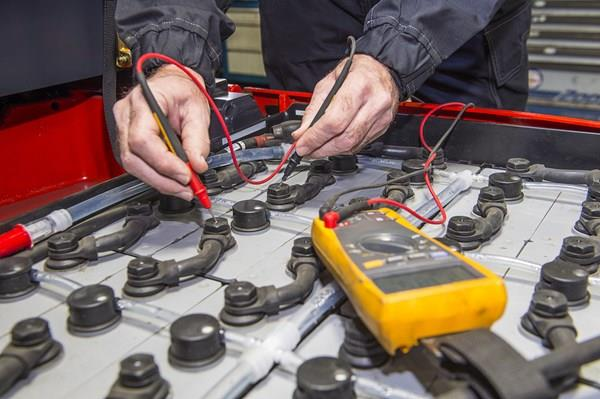How to buy the right battery for your forklift