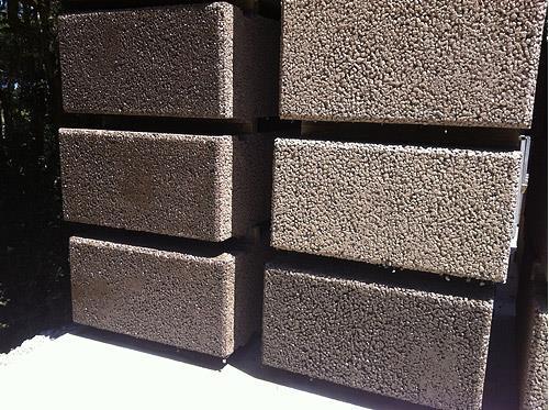 "Porous Concrete   Gravitiâ""¢ System for Retaining Walls"